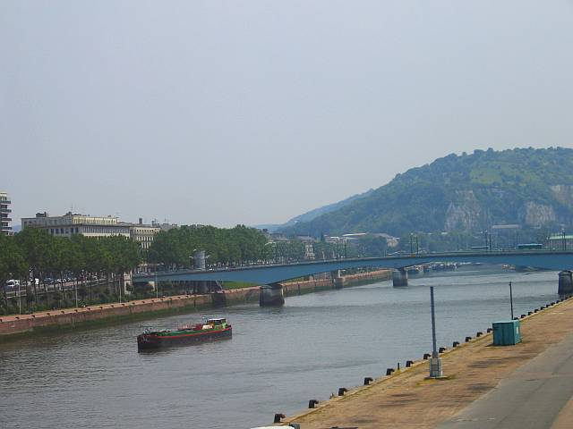 In the 17th century the river Seine was lower, and ships could pass beneath the bridges.