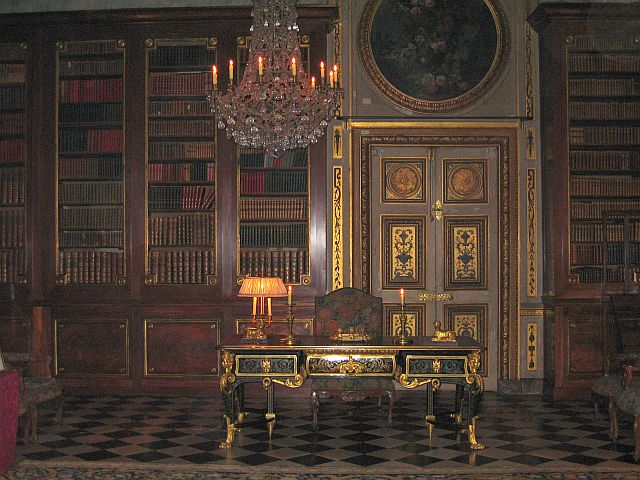 The King's Antechamber: Part of the King's apartments. This room was converted into a library in the 18th century. Fouquet's library at one time held a collection of twenty-seven thousand volumes, including Korans, Bibles and Talmuds. )